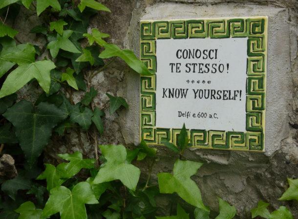 motto sul frontone del tempio di Apollo a Delfi600 a.C.